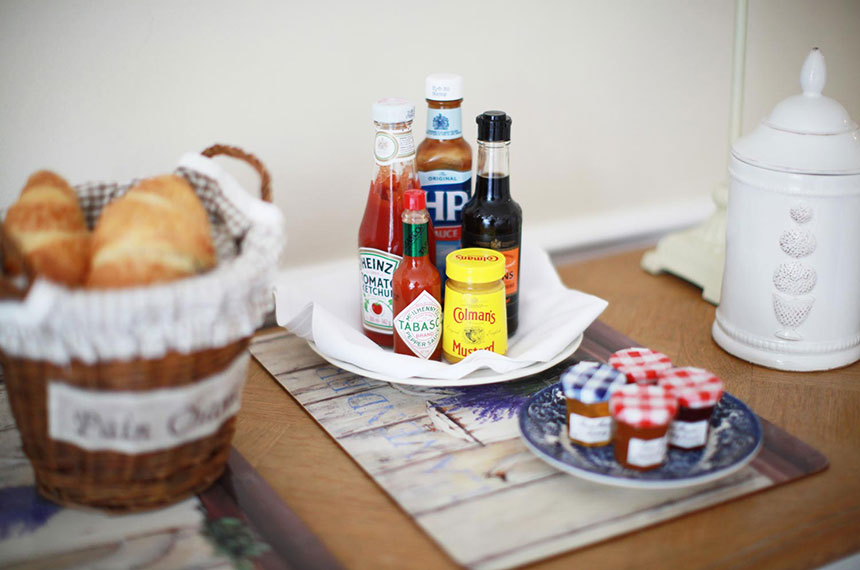 Traditional breakfast condiments and sources